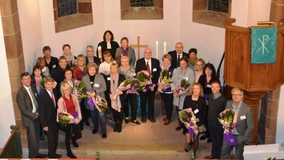 Die Geehrten mit Pfarrerin Brigitte Engelhardt-Lenz, Silke Dammann-Bethge von der Diakonie