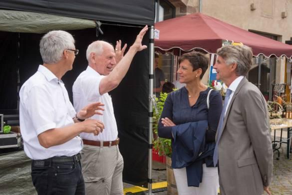 Unter den Besuchern auch Dr. Jochen Gerlach (Aufsichtsrat bdks), Ludwig Georg Braun (B.Braun) sowie Silvia Kann-Staudt (bdks Projektleitung) und Joachim Bertelmann (bdks Vorstandsvorsitzender). Foto: Karl-Günter Balzer