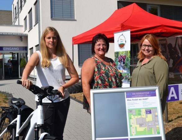 Stefanie Rühl, Beatrix Kaiser und Simone Gebelhardt-Meers (von links) freuen sich über die gelungenen Gesundheitstage