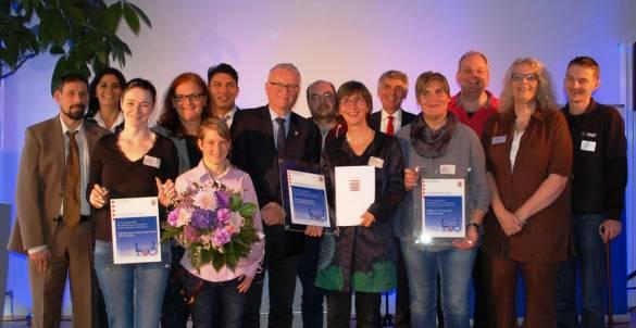 Dr. Wolfgang Dippel und Joachim Bertelmann mit den stolzen Preisträgern
