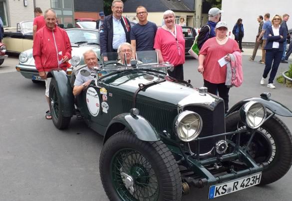 Sie waren bei der Endstation der Oldtimerfahrt dabei: Christian Kuglinsky, Rainer Fiel, Dr. Dietrich Krahn, Peter Boll, Jan Röse, Claudia Trinder und Anja Marsch.