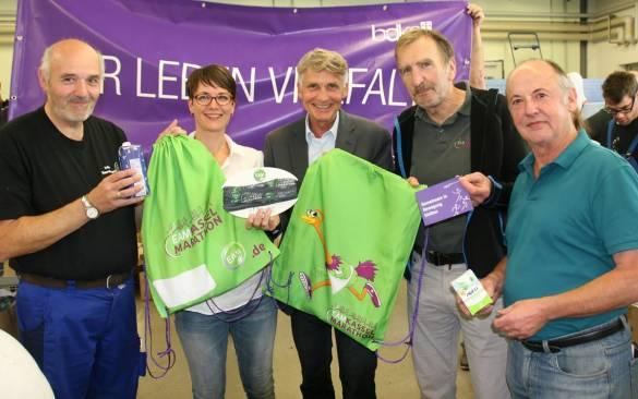 Auch Wolfgang Matuschek, Larissa Mierzwa, Joachim Bertelmann, Winfried Aufenanger und Norbert Schäfer packten bei der inklusiven Aktion kräftig mit an.