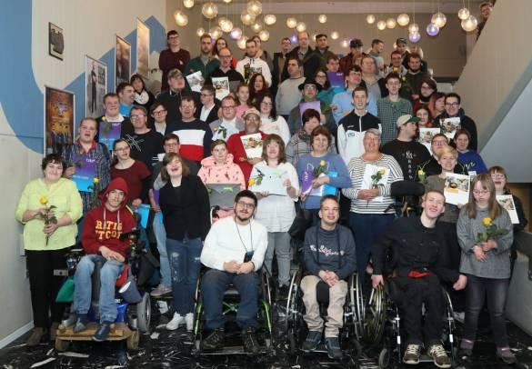 Stolze Absolvent*innen: 115 junge Menschen erhielten in der Baunataler Stadthalle ihre Zertifikate Foto: Jörg Lantelmé