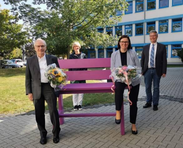 Pröpstin Wienold-Hocke und Stefan Gerland (im Bild hinten) begrüßen die neuen Aufsichtsräte Prof. Dr. Heinz-Walter Große und Manuela Strube (vorn im Bild)