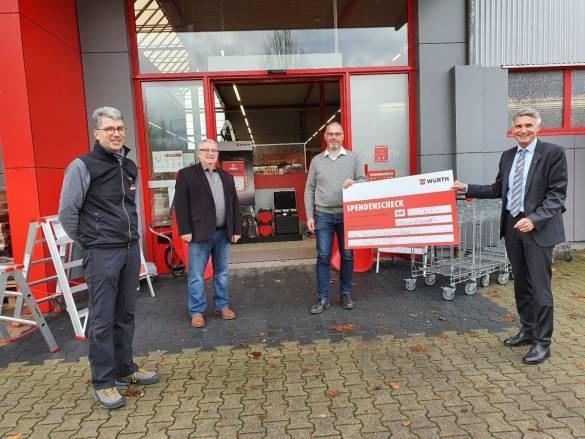 Die Niederlassung der Firma Würth überreichte einen Scheck an die bdks. Mit dabei waren Norbert Hüttl, Leiter der Würth-Niederlassung in Kassel-Waldau, Frank Hofsommer (bdks), Markus Marth (Bezirksleiter Würth) sowie Joachim Bertelmann, Vorstandsvorsitzender der bdks.